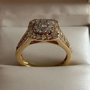 1ct diamond 10k gold ring (Brand NEW with box)
